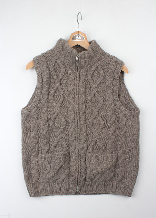 Plevo wool sweater vest