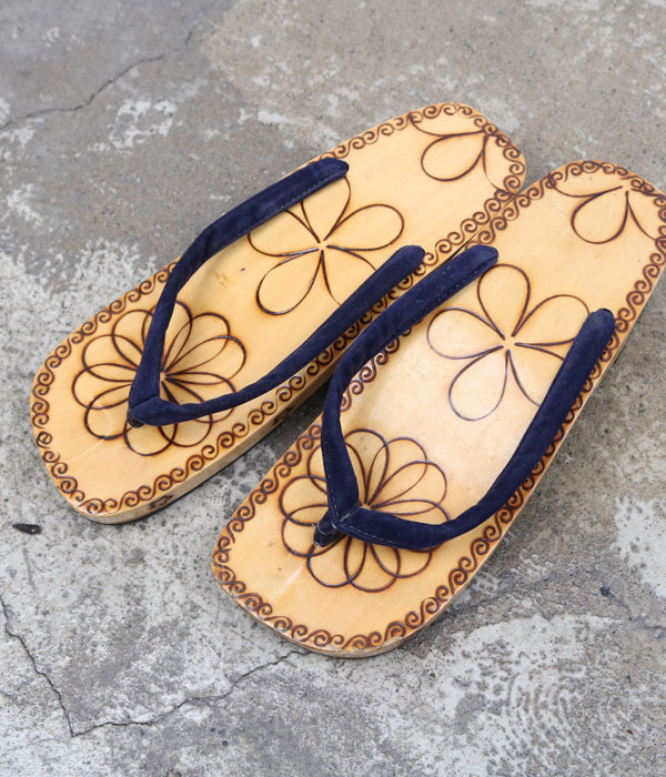wooden shoes (230)