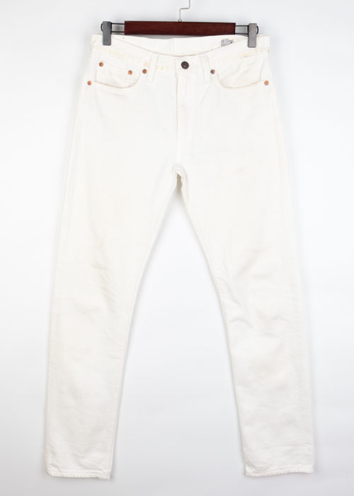 or slow white denim pants